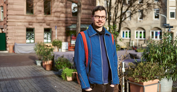 Autor Fabian Neidhardt am Stuttgarter Bismarckplatz