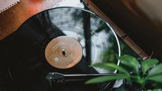 Instrumente & Plattenläden